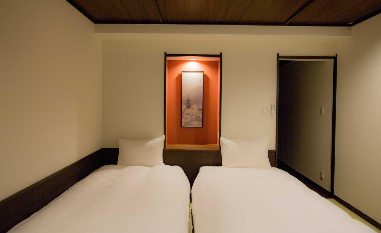 高瀬川別邸 桜 桜花 客室室内 シモンズ社製ベッド