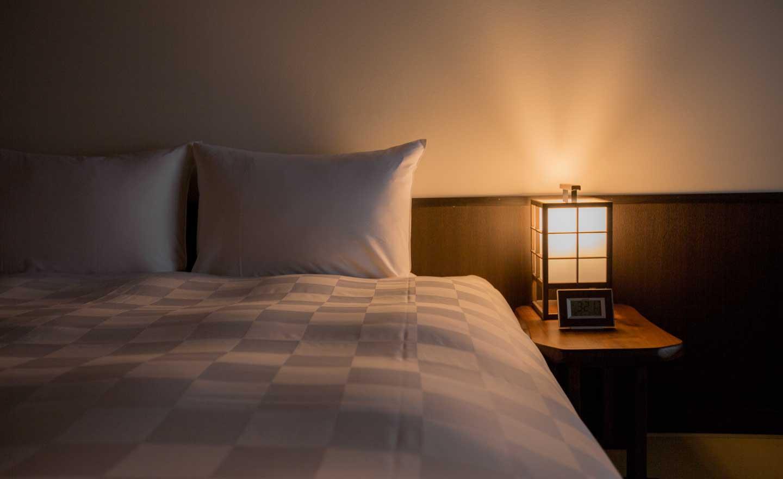 高瀬川別邸 高瀬川 客室室内 シモンズ社製ベッド